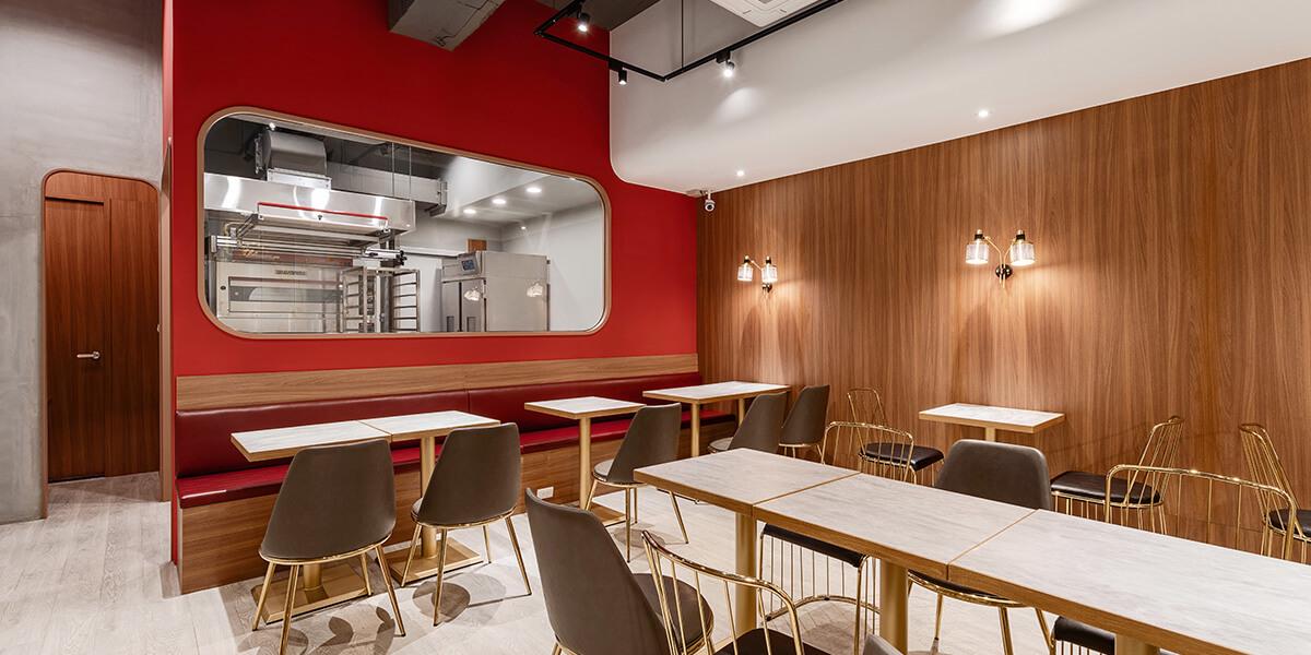 文儀設計利用簡單線條的空間設計表現,強化品牌整體形象,透過專業重新裝潢,帶給品牌煥然一新的感覺。